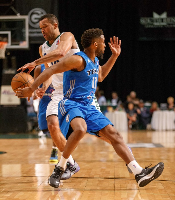 Reno Bighorn Guard CAMERON AYERS (18) makes a move on Texas Legends Guard BOOKER WOODFOX (11)