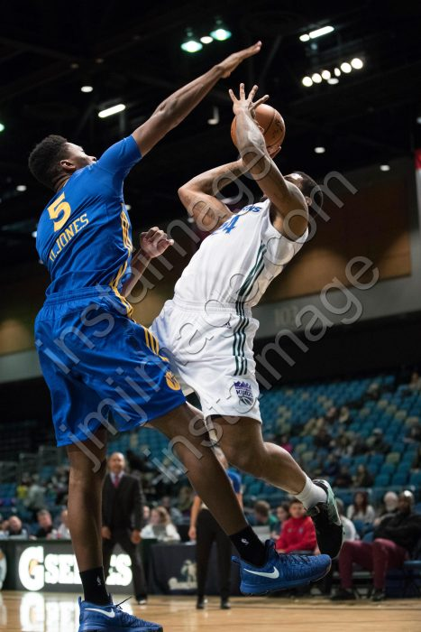 Santa Cruz Warrior Center DAMIAN JONES (5)
